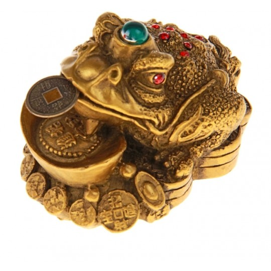Денежная жаба на монетах с чашей